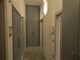 Couloir et hall d'entrée de style  par Studio di Architettura IATTONI,
