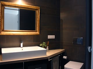 gold&grey: Bagno in stile in stile Minimalista di studio ferlazzo natoli