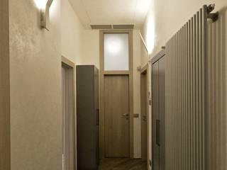Studio di Architettura IATTONI Modern corridor, hallway & stairs