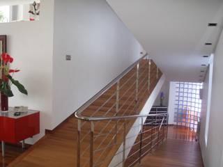 VIVIENDA UNIFAMILIAR EN TORRE GUIL, MURCIA: Escaleras de estilo  de ARQUITECTO VIVIENDAS UNIFAMILIARES EN MURCIA