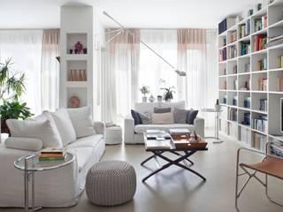Gessi House: Soggiorno in stile  di Costa Zanibelli associati