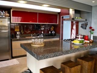 Casa Cubo: Armários e bancadas de cozinha  por Costa Lima Arquitetura Design e Construções Ltda,