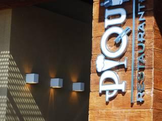 Pórtico entrada Restaurante: Espaços gastronômicos  por Costa Lima Arquitetura Design e Construções Ltda