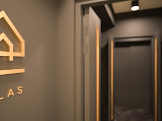 Atlas Guesthouse:  Corridor & hallway by BIGGERTHANstudio