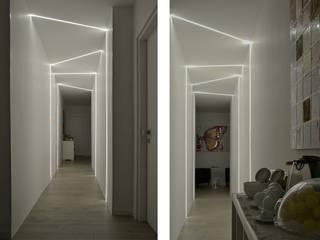 Corridoio: Hotel in stile  di INTERNO B