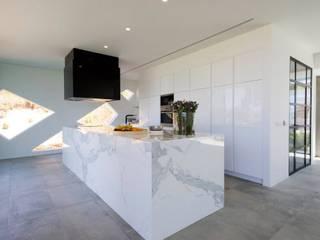 Cocinas de estilo moderno de Moderestilo - Cozinhas e equipamentos Lda Moderno