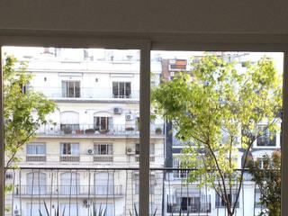 Balcon Recoleta-Bs As- Argentina: Terrazas de estilo  por Ib - Paisajista