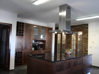 Cocinas de estilo rústico de Moderestilo - Cozinhas e equipamentos Lda Rústico