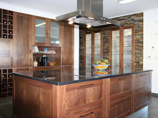Nhà bếp phong cách mộc mạc bởi Moderestilo - Cozinhas e equipamentos Lda Mộc mạc