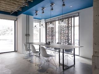 【商空設計案】青田間 X 不貳偶劇 展演空間 現代房屋設計點子、靈感 & 圖片 根據 青田中室內制作 現代風