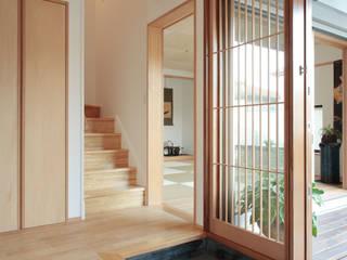 現代風玄關、走廊與階梯 根據 株式会社 井川建築設計事務所 現代風