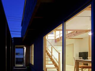 自然素材いっぱいの家: 株式会社 井川建築設計事務所が手掛けた家です。