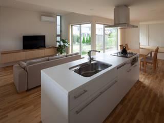 キッチンが中心の家: 株式会社 井川建築設計事務所が手掛けたキッチンです。