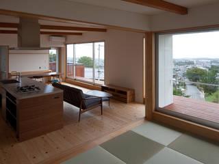 海と暮らす家: 株式会社 井川建築設計事務所が手掛けたリビングです。