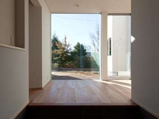 ห้องโถงทางเดินและบันไดสมัยใหม่ โดย 株式会社 井川建築設計事務所 โมเดิร์น