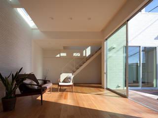 株式会社 井川建築設計事務所:  tarz Oturma Odası, Modern