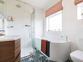 Bromley: Modern Geometric Tiled Bathroom: modern  by JMdesign, Modern