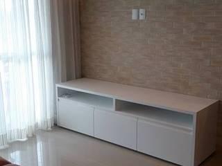 Apartamento de 80m2: Salas de estar  por Studio Marcia Lazzarini interiores