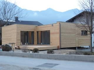 Fassadengestaltung in Holz, Putz, Eternit u.a.:   von Casaplaner Modulhaus Schweiz