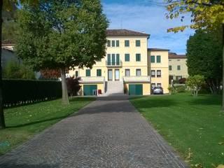 Restauro villa: Case in stile  di Massimo Meneghin architetto