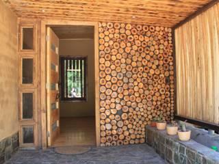 CASA DE FARDOS, FUNDO MILLACO, PICHILEMU Casas de estilo rústico de KIMCHE ARQUITECTOS Rústico