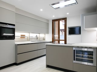 Modern Kitchen by Andrea Picinelli Modern