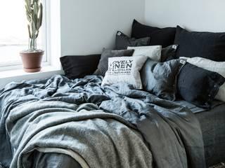 Misty Bettwäsche Meadow von Lovely Linen: skandinavische Schlafzimmer von Petit Pont