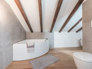 Bologna Home Staging BathroomBathtubs & showers White