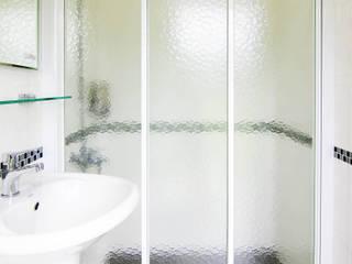 Classic style bathroom by 中圓泰 / 淋浴拉門 Classic