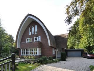 Villa Oostvoorne:  Villa door C5 Architecten, Landelijk