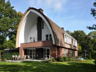 Villa Oostvoorne:  Villa door C5 Architecten