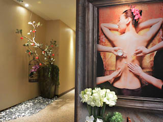 萩野空間設計 Vestíbulos, pasillos y escalerasAccesorios y decoración