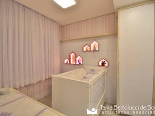 Residência Quintino Bocaiúva - Dormitório Bebê Tania Bertolucci de Souza | Arquitetos Associados Quartos de bebê