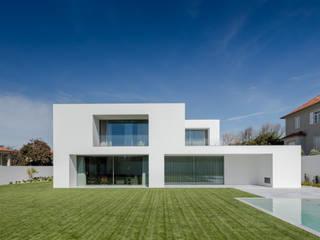 Modern Terrace by NVE engenharias, S.A. Modern