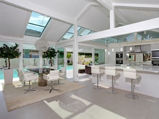 Ostwestfalen Modern kitchen by DAVINCI HAUS GmbH & Co. KG Modern