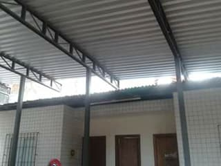Coberturas Metálicas Espaços comerciais industriais por Metalúrgica Metal'Mont Industrial