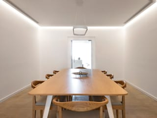Palacete Largo Paulo Orósio - Sala de Jantar: Salas de jantar minimalistas por Criat Unipessoal Lda