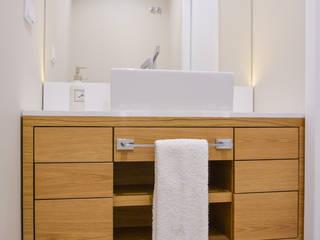 Residência A&A: Casas de banho modernas por UNISSIMA Home Couture