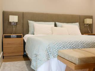 Residência A&A: Quartos modernos por UNISSIMA Home Couture