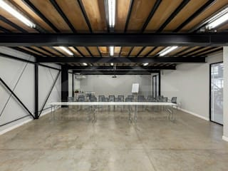 Industrial style offices & stores by Grupo Madero Industrial
