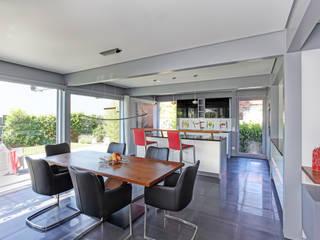 Kundenhaus Friedrichsen - Familienvilla mit Innen-Pool Moderne Esszimmer von DAVINCI HAUS GmbH & Co. KG Modern