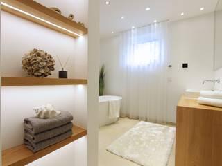 Home Staging Graz Moderne Badezimmer von StageBella Modern