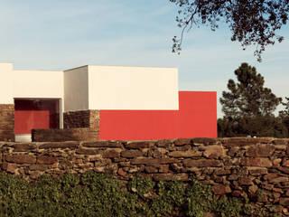 Moradia Unifamiliar por dbA arquitectura Moderno