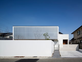 吉川弥志設計工房 Detached home Aluminium/Zinc White