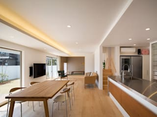 吉川弥志設計工房 Modern living room White