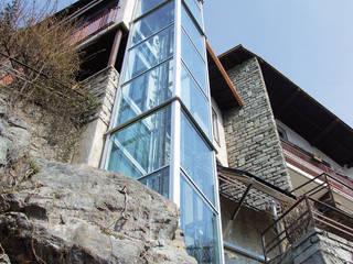 Elevadores residenciais: Casas modernas por Liftech, S.A