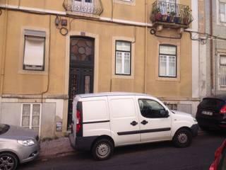 Reabilitação da fachada com substituição do zinco existente ao nível do 3º andar Casas clássicas por West Gate, lda Clássico