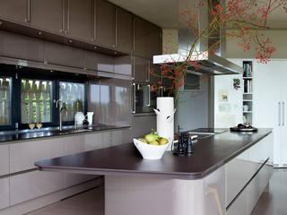 Interieurontwerp villa Yben Interieur en Projectdesign Moderne keukens