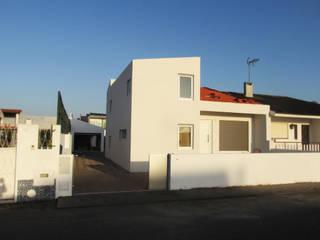 Casa TR: Casas passivas  por António Bilelo, Arquitecto,Eclético