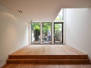 Verbouwing woning - Utrecht Wittevrouwen Moderne woonkamers van ARCHiD Modern
